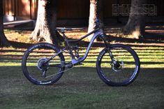 "Knolly Warden Carbon ""black star"" custom - custom bike by www.bikeinsel.com #Knolly #WardenCarbon #bikeinsel #SramEagle #Foxracingshox #Ibis Carbon Black, Black Star, Custom Bikes, Cool Bikes, Bicycles, Cool Stuff, Stars, Custom Motorcycles, Sterne"