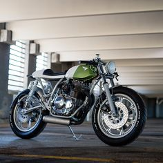 As sweet as a fine maple syrup: this heavily modified Yamaha XS400 is the third build from Canadian workshop Federal Moto. Follow the Bike EXIF Instagram account for more daily motorcycle goodness: http://instagram.com/bikeexif