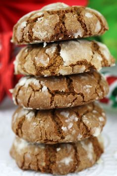 Gingerbread Crinkle Cookies - light, fluffy and spicy on the inside and sweet and crunchy on the outside. A yummy homemade Gingerbread cookie recipe. Classic Christmas Cookie Recipe, Easy Holiday Cookies, Holiday Cookie Recipes, Xmas Cookies, Holiday Baking, Christmas Desserts, Christmas Baking, Christmas Parties, Christmas Treats