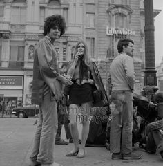 Jugendliche in London, 1968 hwh089/Timeline Images #60er #60s #1960er #1960s #Jugend #Youth #Hippies #Musiker #Fashion #Mode