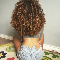 These are what my natural curls look like. Finally growing out my natural curls and giving up chemical straightening for good. Pelo Natural, Natural Curls, Natural Curly Hair, Curly Hair Styles, Natural Hair Styles, Ombre Curly Hair, 3b Curly Hair, Mixed Curly Hair, Highlights Curly Hair