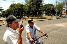Inseguridad en el barrio El Ingenio, sur de #CaliCo, tiene en alerta a la comunidad. El domingo 1 de septiembre asesinaron a dos vigilantes y un día después se registró una balacera en horas de la noche. Preocupa el hurto de vehículos y residencias: http://www.elpais.com.co/elpais/judicial/noticias/inseguridad-barrio-ingenio-cali-tiene-alerta-comunidad
