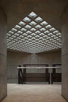Louis Kahn, Xavier de Jauréguiberry · Yale Center for British Art Louis Kahn, Space Architecture, Contemporary Architecture, Architecture Details, Classical Architecture, British Architecture, Luigi Snozzi, Contemporary Garden, Contemporary Stairs