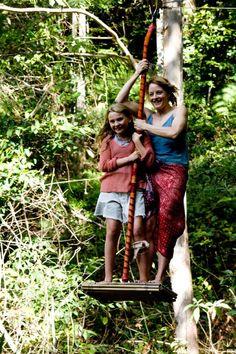 Still of Jodie Foster and Abigail Breslin in A Ilha da Imaginação