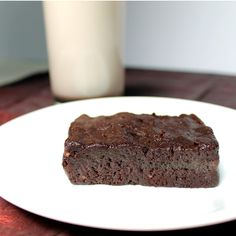 Raw Brownie Recipe - a HEALTHY brownie! Say what? Just 3 Ingredients! Walnuts, dates, and raw cacao powder and you've got yourself a healthy, satisfying brownie!