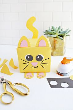 Adorable! Animal wrapping ideas for baby shower or kid's party (click through for tutorial)