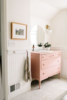 Home Interior Living Room New Home Inspiration: Pink Bathroom.Home Interior Living Room New Home Inspiration: Pink Bathroom Estilo Interior, Home Interior, Interior Styling, Interior Design, Interior Paint, Dresser Sink, Pink Dresser, Beadboard Wainscoting, Bathroom Beadboard
