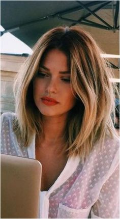 Popular Hairstyles, Girl Hairstyles, Layered Hairstyles, Hairstyles For Women, Easy Hairstyles, Hairstyle Short, Hairdos, Pretty Hairstyles, Lob Haircut Thick Hair