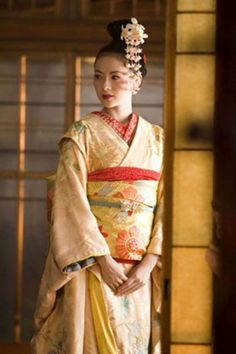 Memoirs of a Geisha, 2005 - Colleen Atwood's period costumes for this World War II–era drama set in Japan won the designer her second award. Zhang Ziyi, Michelle Yeoh, Movie Costumes, Cool Costumes, Period Costumes, Geisha Costume, Gong Li, Colleen Atwood, Best Costume Design