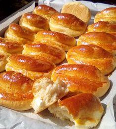 Αφράτα τυροπιτάκια με ξερή μαγιά, σπορέλαιο & γάλα χωρίς αυγά.Συνταγή για τυροπιτάκια ιδανικά για το σχολείο, παιδικό πάρτι και παιδιά με αλλεργίες.στα αυγά Cookbook Recipes, Snack Recipes, Cooking Recipes, Snacks, Cheese Pies, Greek Recipes, Cooking Time, Hot Dog Buns, Finger Foods