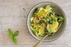 Keto Vegan Mushroom And Spinach Spaghetti Recipe - Carb Manager Vegan Spaghetti, Spaghetti Recipes, Carb Counter, Diet Tracker, Low Carb Veggies, Vegan Baby, Vegan Keto, Keto Meal Plan, Low Carb Diet