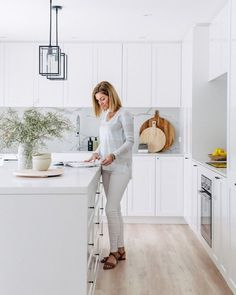 This right here is my dream kitchen. Shaker style cabinetry, loads of bright white, and marble look Talostone splash backs ✔️ You will simply fall in love with this renovated home by who feature in our new Annual edition (which is o Kitchen Ikea, Kitchen Interior, New Kitchen, Kitchen Dining, Kitchen Decor, White Shaker Kitchen, Shaker Style Kitchens, Home Kitchens, Cocina Office