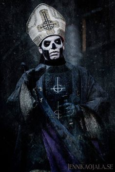 Papa Emeritus III  I'm so totally obsessed with this band!! I ❤❤❤ Papa's voice!