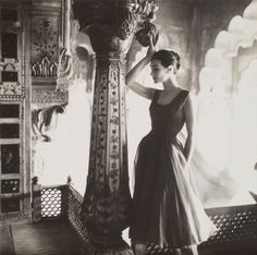 Anne Gunning in rose-red chiffon evening dress by Susan Small, photo by Norman Parkinson (India feature) for Vogue UK, Dec. Vintage Vogue, Moda Vintage, Retro Vintage, Vintage Glamour, Vintage India, Vintage Models, Vintage Wear, Vintage Style, Vogue Uk