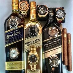 This looks like a night full of fun! Love this shot by featuring 3 AP's and 6 Rolex watches ⌚️⌚️ Good Cigars, Cigars And Whiskey, Scotch Whiskey, Bourbon Whiskey, Whiskey Bottle, Whiskey Label, Zigarren Lounges, Pipes And Cigars, Gold Labels