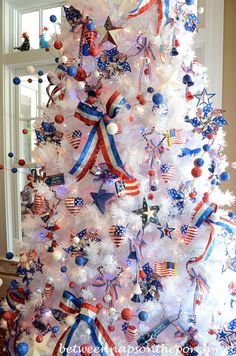 4th of July Tree.....Christmas in July!....NOW  i SEE WHY was DRAWN to that bag of 4th July Decorations....shoulda FOLLOWED my HEART...crazee BELIEVE still WILL DO THIS