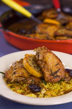 Chicken thighs with orange and rosemary, saffron rice with pine nuts and golden raisins. An elegant meal that can be made in less than 30 minutes.