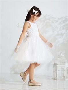 Un #vestido con un bonito vuelo y muy #elegante, de satén de #algodón, realzado con #muselina forrada de gasa.