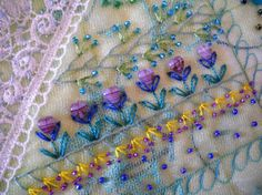 Cute idea for heart buttons Crazy Quilt Stitches, Crazy Quilt Blocks, Patch Quilt, Crazy Quilting, Silk Ribbon Embroidery, Embroidery Stitches, Embroidery Patterns, Quilt Patterns, Quilting Projects