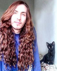 Daí a gente vai tirar uma foto marota e aparece um serzinho.  #youtube #youtuber #vlog #ruivo #ginger #gingerboys #hair #cabelo #cabeludo #hairstyle #longhairman #goodhairday #menwithlonghair #cat #gato #blackcat #model #modelo #ator #actor #pet #bh #belohorizonte #minas #minasgerais #mg #brasil #brazil