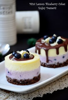 Mini tortulete with blueberry and lemon mousse Small Desserts, Fancy Desserts, Delicious Desserts, Sweets Recipes, Baking Recipes, Cake Recipes, Mini Cakes, Cupcake Cakes, Cupcakes