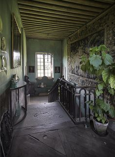 Little light- green gray walls! Le Château, Peter Gabriëlse's home, Normandy, France Future House, My House, Fresco, European Home Decor, Antique Interior, French Chateau, French Cottage, Peter Gabriel, French Country Decorating