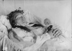 Mother and child - post mortem photography from Norway - circa 1910-1920