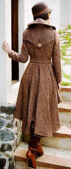 Gorgeous long trench coat and hat fashion. i wish i wasnt so short so i could pull this coat off!