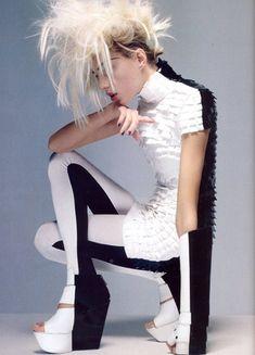hairstyles,high,fashion,alien,beauty,fashion,monochrome,style-5df12d94c3fde89ff07dd641e69962df_h.jpg 360×500 pixels