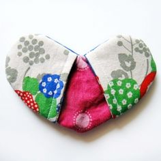 Learn how to make a sweet and simple heart shaped pot holder.  Great way to use up fabric scraps! And such a great gift idea!