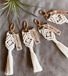 wedding bridesmaids 25 pcs Macrame keychains for; bohomian wedding souvenir, bridesmaid gift, bag charms, babyshower and bridalshower gift, wedding favors. Bridesmaid Gift Bags, Bridesmaid Proposal Gifts, Wedding Bridesmaids, Wedding Souvenirs For Guests, Wedding Favors, Gift Wedding, Rustic Bohemian Wedding, Yarn Twist, Bride Hair Accessories