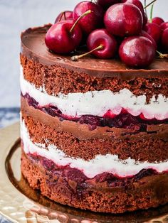 Black Forest Naked Cake Black Forest Naked Cake recipe - the best naked layer cake I've ever made! A surprisingly easy to make cake, with minimal skill or expertise required. Filled with layers of cho Mini Cakes, Cupcake Cakes, Nake Cake, Cake Recipes, Dessert Recipes, Bolo Cake, Torte Cake, Chocolate Ganache, Chocolate Naked Cake