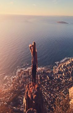 Lion's Head is a mountain in Cape Town, South Africa and hard not to see while being there. How to reach the top of the Lion's Head. Lions Head Cape Town, Cape Town South Africa, Backpacker, Grand Canyon, Outdoors, Pictures, Travel, Instagram, Photos
