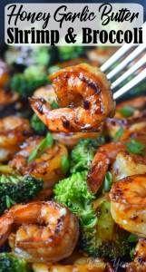 Honey Garlic Butter Shrimp & Broccoli Shrimp and Broccoli Foil Packs with Garlic Lemon Butter Sauce – Whip up a super tasty shrimp meal in under 30 minutes! These quick and easy shrimp and broccoli foil packets baked in the oven … Shrimp Recipes For Dinner, Shrimp Recipes Easy, Fish Recipes, Seafood Recipes, Cooking Recipes, Healthy Recipes, Recipies, Spicy Garlic Shrimp, Shrimp And Asparagus