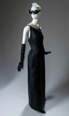 La Moda de Givenchy en El Thyssen-Bornemisza by Aloa Style VER: http://lookandfashion.hola.com/aloastyle/20141004/la-moda-de-givenchy-en-el-thyssen-bornemisza/ #lookandfashion @hola @holamoda @holafashion #MODA