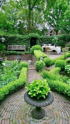 beautiful english country garden design ideas to inspire you page 70 Patio Garden, Diy Garden, Shade Garden, Boxwood Garden, Country Gardening, Garden Design, Country Garden Design, Garden Planning, Modern Garden