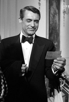 Cary Grant in London, 1957. I love this man, I truly do.