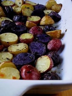So Domesticated: Roasted Gemstone Potatoes. Purple Potato Recipes, Roasted Potato Recipes, Roasted Potatoes, Side Recipes, Vegan Recipes, Cooking Recipes, Dinner Recipes, Potatoes In Oven, Purple Potatoes