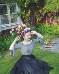 🍀🍃💞#summer #nature #vintage #ootd #flowers #style #inspiration #dreamy Top is: @hm, skirt is 1950s.