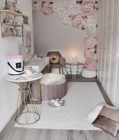 What are your thoughts about this place? This entrance corner, elaborated by, pink - Interior Design Examples Decorating Your Home, Interior Decorating, Interior Design Examples, Sweet Home, Inspire Me Home Decor, Pouf Ottoman, Home Decor Shops, Coffe Table, Back Home