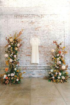 Fall Wedding Flowers, Wedding Flower Inspiration, Floral Wedding, Wedding Arbors, Wedding Ceremony Backdrop, Floral Backdrop, Floral Arch, Wedding Hall Decorations, Table Decorations