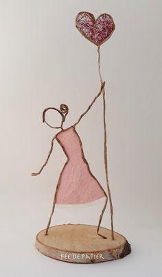Paper Mache Crafts, Wire Crafts, Doll Crafts, Sculptures Sur Fil, Wire Art Sculpture, Wire Sculptures, Abstract Sculpture, Bronze Sculpture, Newspaper Art