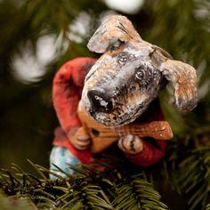 Вот такой ватный Иваныч уже нашел свою елочку. Верные и добрые глаза дворняги. Самая деревенская собака, на мой взгляд. Вы уже елку нарядили? Мы еще нет, зато печенье напекли! Кстати, 14 января будет мастер-класс по ватной игрушке. Записывайтесь, места есть.