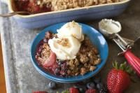 Recipe for summer crisp with pecan streusel topping