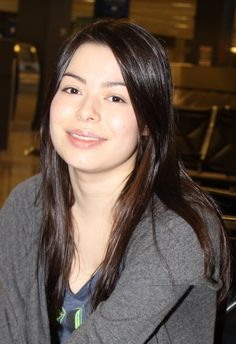 Miranda Cosgroves casual, brunette hairstyle