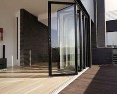 Faltwand aus Glas für großflächige Öffnungen. Falttüren und Faltanlagen - Aluminium und Holz. Planung, Bilder und Beispiele vom führenden Hersteller.