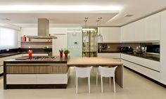Descubra fotos de Cozinhas modernas por Espaço do Traço arquitetura. Encontre em fotos as melhores ideias e inspirações para criar a sua casa perfeita.