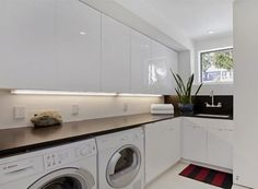 neat laundry with ample countertop space licht onder kast! Modern Laundry Rooms, Laundry Room Layouts, Laundry Room Cabinets, Laundry Area, Laundry Closet, Laundry Room Storage, Small Laundry, Laundry In Bathroom, Bathroom Bench