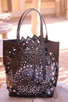 Tutoriel DIY sac en cuir ajouré mandala inspiré Alaïa // DIY tutorial leather bag, mandala cut, Alaïa inspired