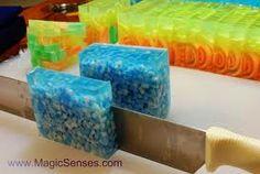 Resultados de la Búsqueda de imágenes de Google de http://www.magicsenses.com/blog/wp-content/uploads/2012/02/DSC_1138_soap_making_oscars_1.jpg